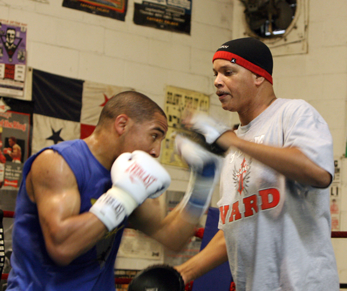 http://sfbayview.com/wp-content/uploads/2010/08/Andre-Ward-trainer-Virgil-Hunter-training-with-focus-pads-by-Malaika1.jpg