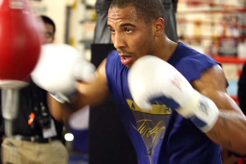 http://sfbayview.com/wp-content/uploads/2010/08/Andre-Ward-workout-with-speed-bag-by-Malaika1.jpg