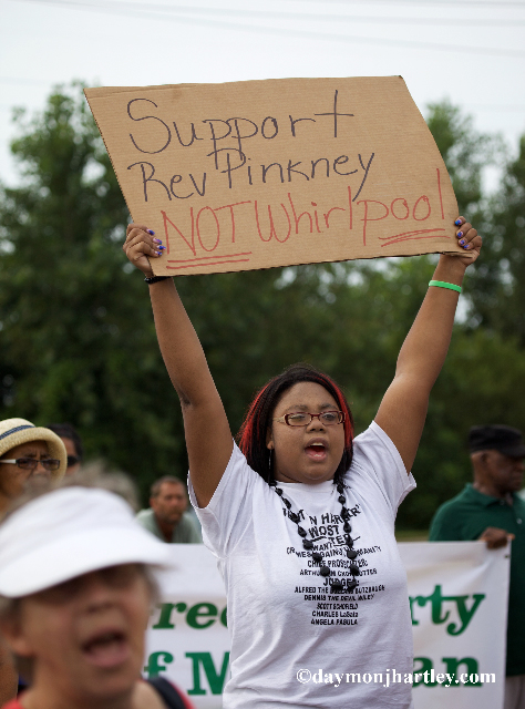 Support-Rev.-Pinkney-not-Whirlpool-anti-Whirlpool-golf-course-opening-protest-081010-by-c-damonjhartley.com_, Rev. Pinkney leads protest on opening day of Whirlpool's golf course built on the people's parkland, National News & Views