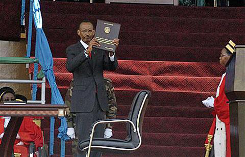 Kagame-sworn-in-holds-constitution-090610-by-AP, Kagame sworn in after U.N. report of guilt in Congo genocide, World News & Views