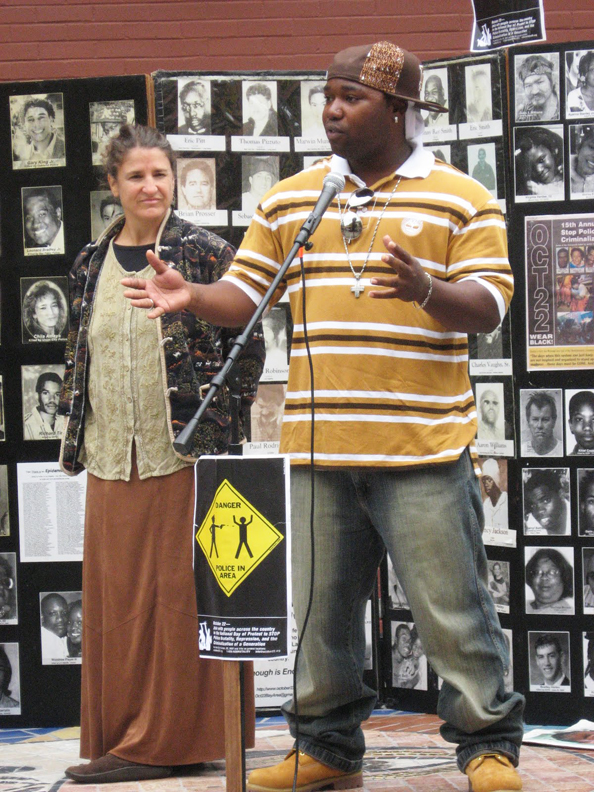 Dee-Lewis-leading-organizer-against-Oakland-gang-injunctions-Deirdre-Wilson-102210-by-Wanda, Police brutality decried by angry, grieving families, Local News & Views