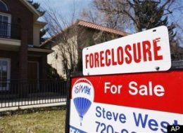 FORECLOSURE-For-Sale-sign-house, Shock therapy for Wall Street: JPMorgan suspends 56,000 foreclosures; GMAC and BoA many more, National News & Views