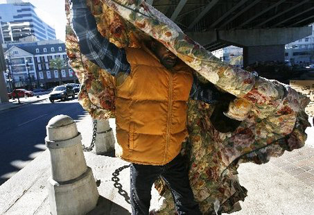 NOLA-Calvin-Sampson-wraps-himself-in-blanket-temp-low-30s-Claiborne-Canal-St.-2008-by-Chris-Granger-Times-Picayune, Eight homeless youth die in New Orleans fire: What does it say about US?, National News & Views