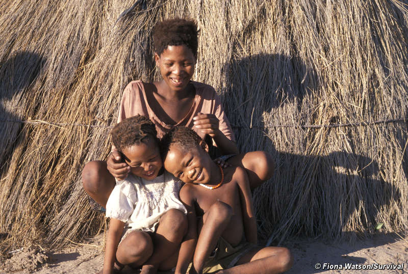 Botswana-Bushman-mother-children-at-Gope-before-eviction-to-resettlement-camp-by-Fiona-Watson-Survival, Victory for Kalahari Bushmen: Court grants right to water, World News & Views