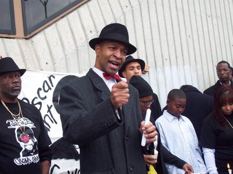 OG-Derrick-Jones-vigil-Min.-Keith-at-Fruitvale-BART-010111-by-Judy-Greenspan, New Year's Day vigil commemorates Oscar Grant killing, Local News & Views