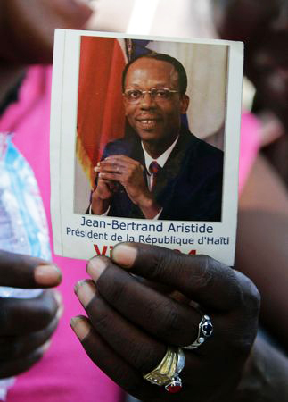 Haitian-woman-holds-Aristide-pic-at-demo-PAP-031111-by-Dieu-Nalio-Chery-AP, Help Aristide return: Forced exile and democracy are incompatible, World News & Views