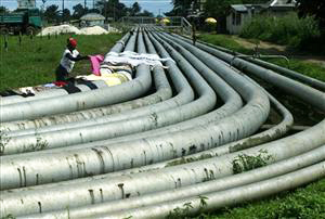 Niger-Delta-oil-pipelines-woman-dries-clothes-Port-Harcourt-100706-by-AP, Hiding Africa's looted funds: Silence of Western media, World News & Views