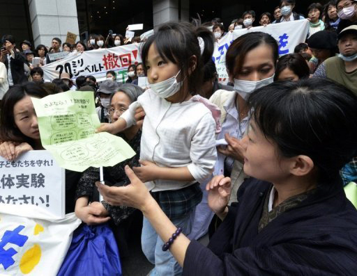 Fukushima-protest-radiation-danger-to-children-by-Yoshikazu-Tsuno-AFP, Is the increase in baby deaths in the northwest U.S. due to Fukushima fallout? How can we find out?, World News & Views