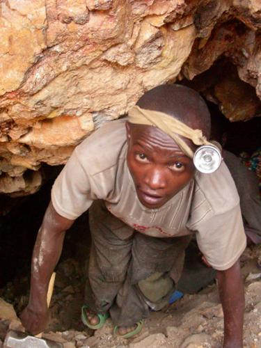 Congo-child-emerges-from-coltan-mine-tunnel-by-Mvemba-Phezo-Dizolele, Congo: Let's be frank about Dodd-Frank, World News & Views