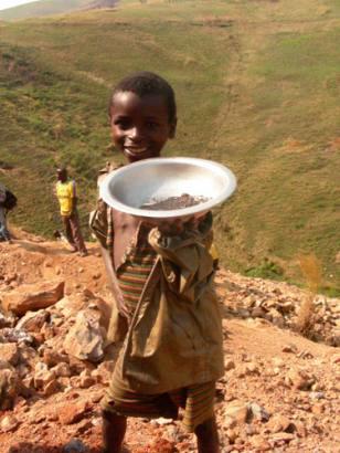 Congo-child-miner-proudly-displays-coltan-by-Mvemba-Phezo-Dizolele, Congo: Let's be frank about Dodd-Frank, World News & Views