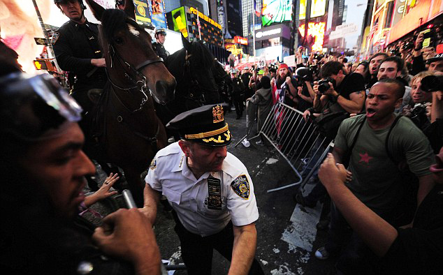 Occupy-Wall-Street-occupiers-vs.-mounted-police-by-Emmanuel-Dunand-AFP-Getty-Images, Occupy Wall Street cops and mobbers, National News & Views World News & Views