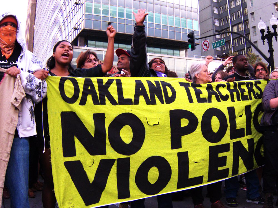 Occupy-Oakland-v.-cops-Oakland-Teachers-No-Police-Violence-102511-by-Hand-Jellyface-Indybay, The other 1 percent, Local News & Views