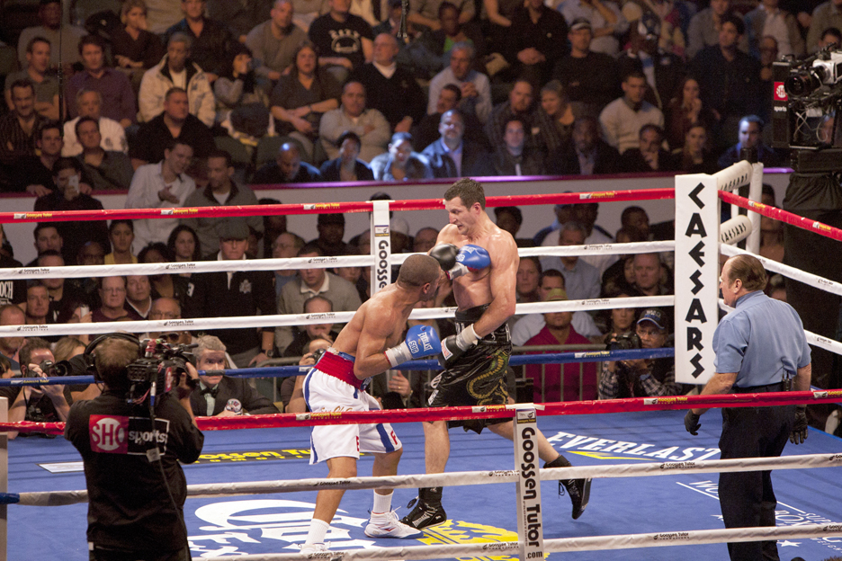 Andre-Ward-vs-Carl-Froch-Andres-jab-to-chest-121711-by-Malaika-web, Andre Ward shuts down Carl Froch, Culture Currents