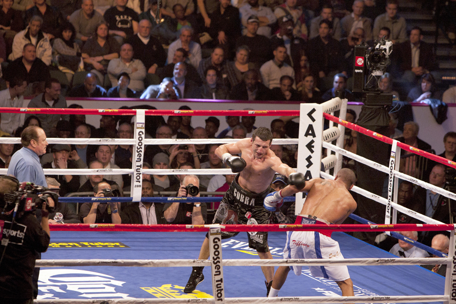 Andre-Ward-vs-Carl-Froch-Carl-misses-121711-by-Malaika-web, Andre Ward shuts down Carl Froch, Culture Currents