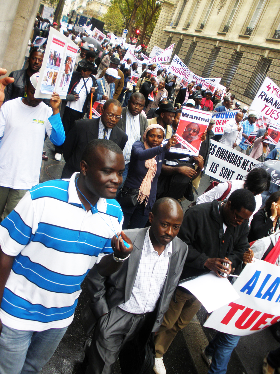 Anti-Kagame-protest-1300-Rwandans-Congolese-march-Paris-091211, Rwanda Genocide survivor: My mother and I were ordered to dig our own graves, World News & Views
