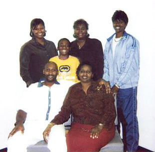 Troy-Davis-family-Troy-mom-Virginia-middle-nephew-De%E2%80%99Jaun-Correia-back-sisters-Ebony-Kimberly-Martina-2004-web, Martina Correia, 1967-2011, champion of Troy Davis and justice for all, National News & Views