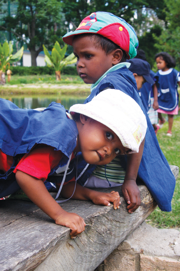 Madagascar-kids-with-incarcerated-moms-on-zoo-outing-1211-by-TaSin-Sabir, Wanda's Picks for January 2012, Culture Currents