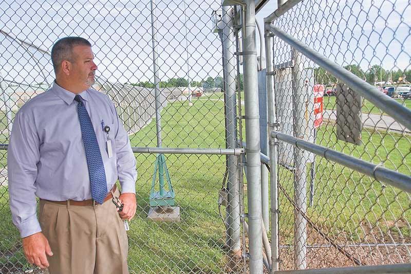 Warden-David-Bobby-surveys-Ohio-State-Penitentiary-081710-by-Geoffrey-Hauschild, Ohio hunger strike ends, Behind Enemy Lines