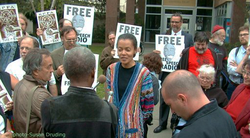 LaVarn-Williams-reports-to-KPFA-protesters-on-mediation-081099-by-Susan-Druding, Stop the swiftboating of KPFA board member Tracy Rosenberg!, Culture Currents