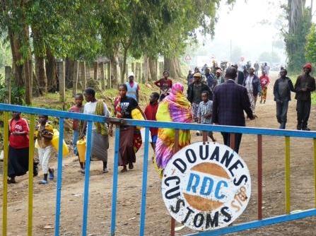 Congolese-refugees-flee-across-border-0712-by-RNW, U.S. cuts aid to Rwanda for destabilizing Congo, World News & Views