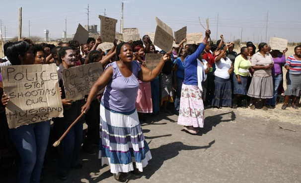Marikana-mine-workers'-wives-mothers-protest-police-by-Themba-Hadebe-AP, Marikana mine workers massacred by South African police, World News & Views
