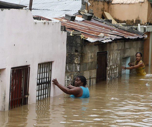 Hurricane_Sandy_PAP_Haiti_women_in_flooded_street_102512, Hurricane Sandy wreaked havoc on more than just NYC, World News & Views