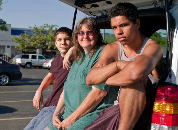 Edie-Richards-sons-Chris-Greg-living-in-2002-Ford-Escape-5-months-Portland-Ore.-0811-by-Jacob-Garcia, Sleeping on the street, National News & Views