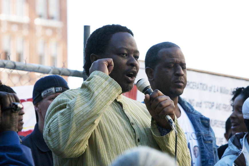 Justice-4-Alan-Blueford-Mazibuko-Jara-from-So.-Africa-speaks-at-rally-111012-by-Malaika, Justice 4 Alan Blueford – JAB – power punching the Oakland PD, Local News & Views