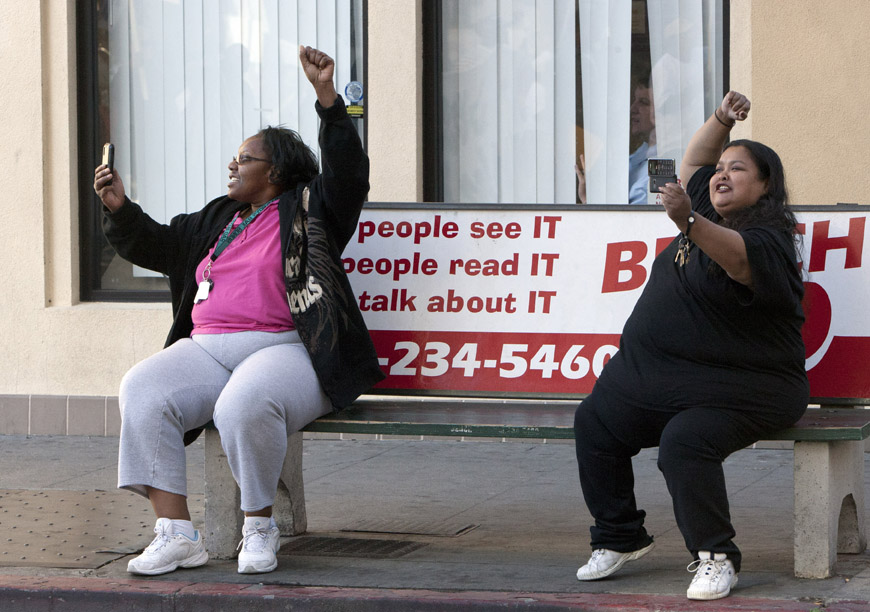 Justice-4-Alan-Blueford-bus-stop-bystanders-support-march-111012-by-Malaika, Justice 4 Alan Blueford – JAB – power punching the Oakland PD, Local News & Views