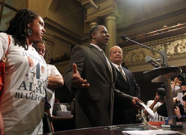 Adam Blueford Oakland City Council re Bratton contract 012213 by Lance Iversen, Chron