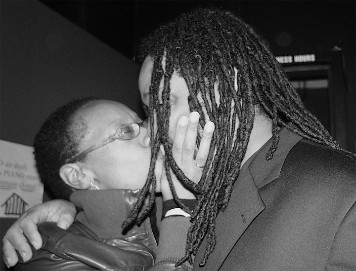 Black Media Appreciation Night Lateefah Simon, Kevin Weston big kiss backstage bw 112612 by Pendarvis Harshaw