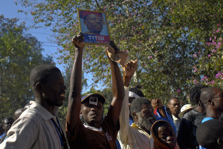 Haitians protest questioning of Aristide outside his home Port au Prince 010913 by Swoan Parker, Reuters