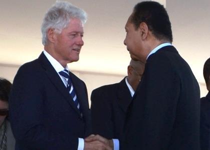 UN Special Envoy Bill Clinton greets, legitimizes Jean-Claude Duvalier at Titanyen earthquake commemoration ceremony 011