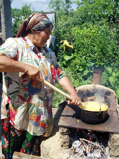 Making-mamaliga-Gypsy-cornbread-by-Chuck-Todaro, African Americans and the Gypsies: a cultural relationship formed through hardships, World News & Views