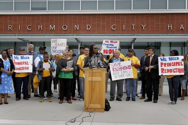 Richmond City Councilwoman Jovanka Beckles speaks anti-foreclosure rally 073013 by Brant Ward, Chron