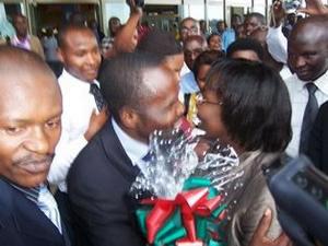 Victoire Ingabire arrives Kigali Airport, greeted by Frank Habineza, Bernard Ntaganda 011710 by IGIHE.com, Rwanda