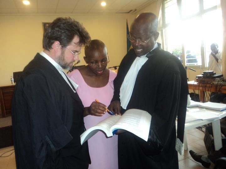 Victoire, attorneys Iain Edwards, Gatera Gashebana at trial 0911 by Alice Muhirwa, FDU-Inkingi