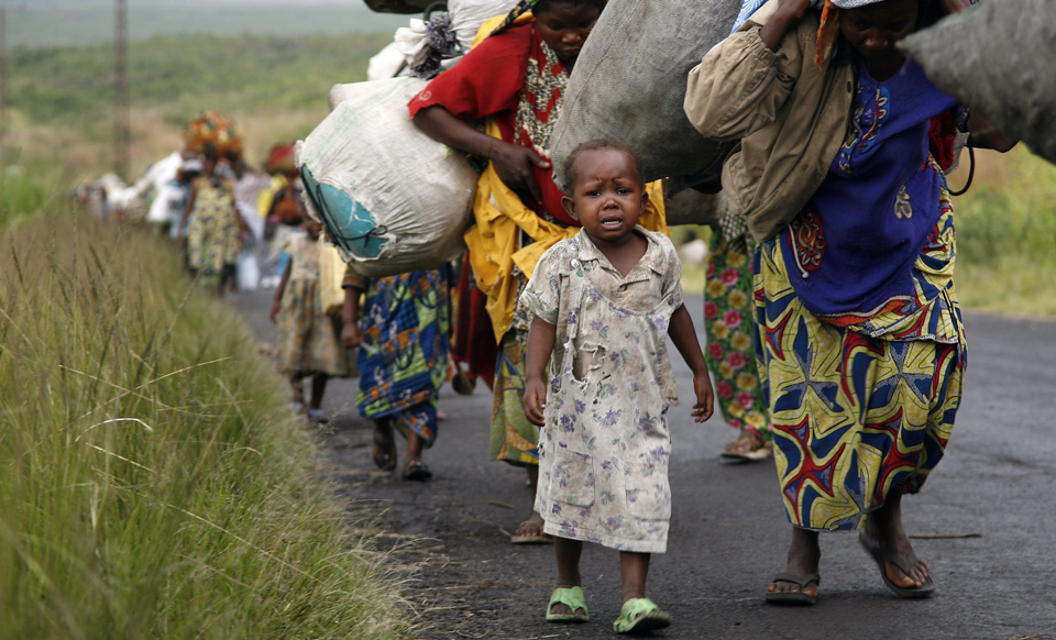 Congolese-flee-Sake-near-Goma-100000-displaced-1112-by-Jerome-Delay-web, Syria, Congo and the 'Responsibility to Protect': the US double standard, World News & Views