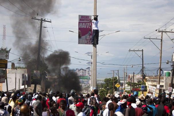 Port au Prince Haiti anti-Martelly protest 111813 by AP