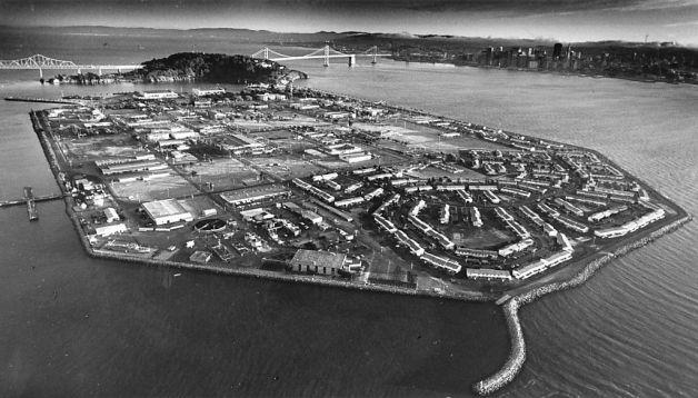 Aerial view Treasure Island 082786 by Deanne Fitzmaurice, SF Chron