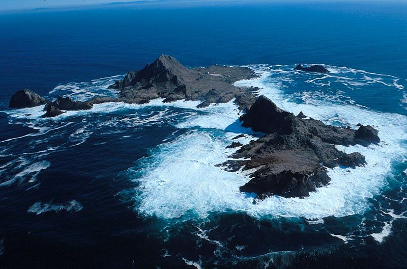 Farallon Islands by Wikimedia Commons