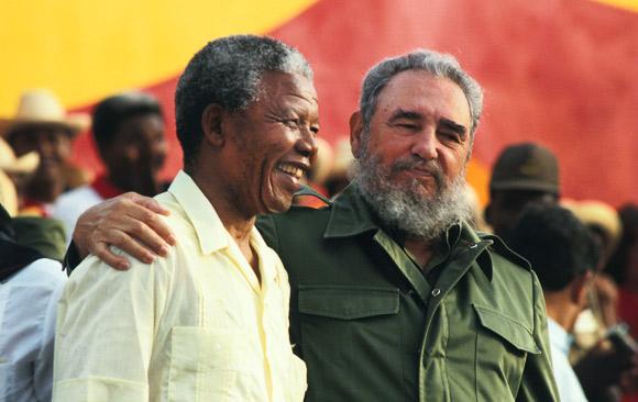 Fidel Castro welcomes Nelson Mandela to Cuba 072791