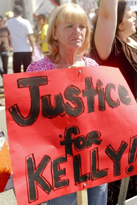Kelly-Thomas-mother-Cathy-Thomas-Justice-for-Kelly-by-Chris-Victorio, Cops walk who beat Kelly Thomas to death: Welcome to our world, National News & Views