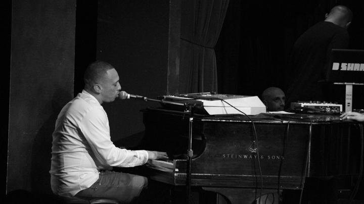 Kev Choice playing piano, web