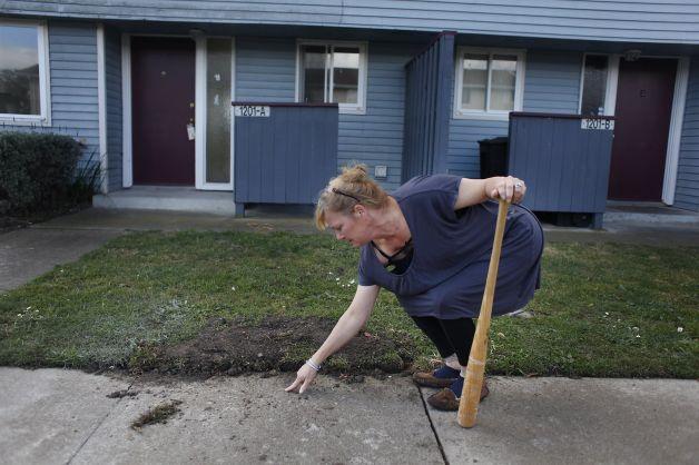 Treasure Island resident Kathryn Lundgren shows location of radioactive object 0214 by Lea Suzuki, Chron