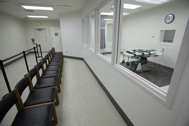 This is a witness gallery inside the lethal injection facility at San Quentin State Prison pictured when it was new, in September 2010. Surely this expensive space can be put to better use. – Photo: Eric Risberg, AP
