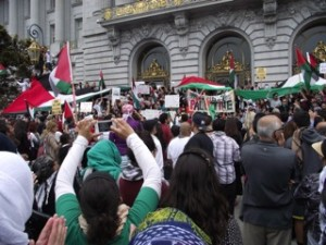 Several thousand San Franciscans rallied for Palestine outside City Hall on Sunday, July 20. – Photo: Col. Nyati Bolt