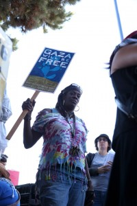 Frances, who organizes and feeds the homeless in Oakland, marches to block the boat. – Photo: Malaika Kambon