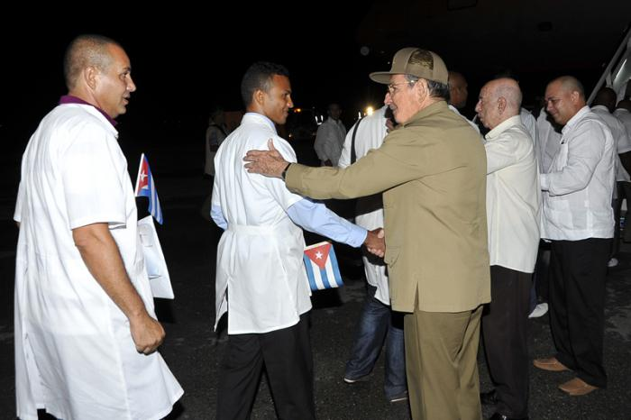 "According to the Washington Post, in its Oct. 4 story headlined, ""In the medical response to Ebola, Cuba is punching far above its weight"": ""On Thursday, 165 health professionals from (Cuba) arrived in Freetown, Sierra Leone, to join the fight against Ebola – the largest medical team of any single foreign nation, according to the World Health Organization (WHO). And after being trained to deal with Ebola, a further 296 Cuban doctors and nurses will go to Liberia and Guinea, the other two countries worst hit by the crisis."" Here, Raul Castro is proudly sending off the Cuban doctors as they board the plane for Africa."