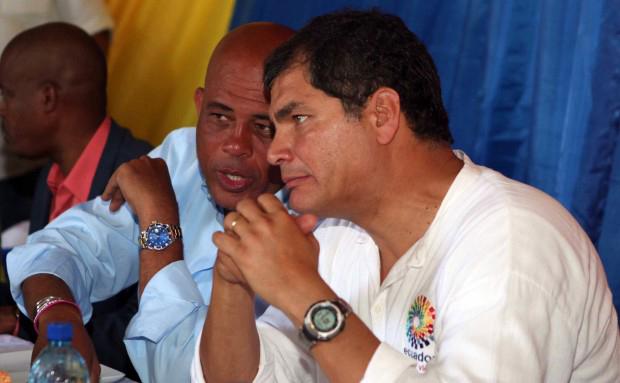 Haitian President Michel Martelly confers with Ecuadorian President Rafael Correa. – Photo: Presidencia de la Republica del Ecuador